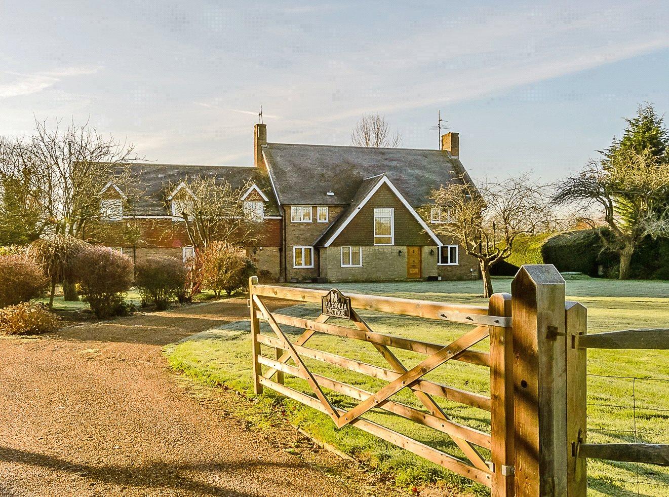 Vivienda unifamiliar por un Venta en Lyons Road, Slinfold, Horsham, West Sussex, RH13 Horsham, Inglaterra