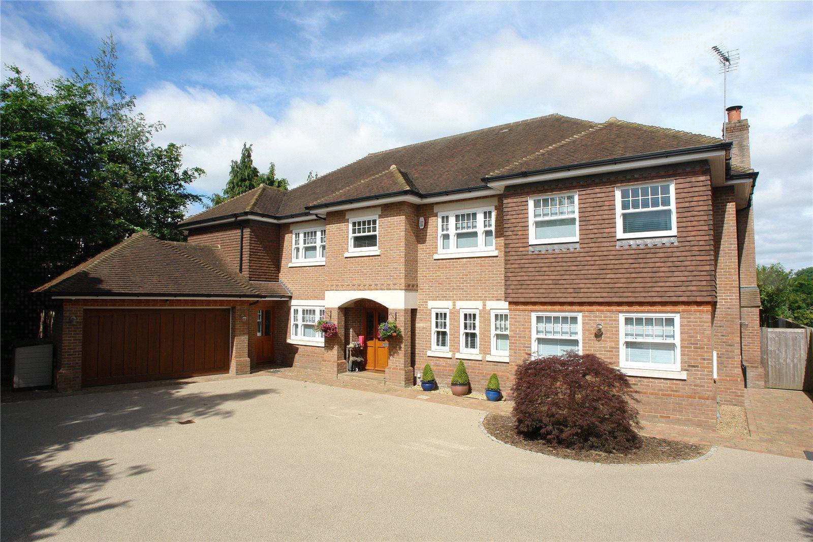 Single Family Home for Sale at Oakfield Road, Harpenden, Hertfordshire, AL5 Harpenden, England