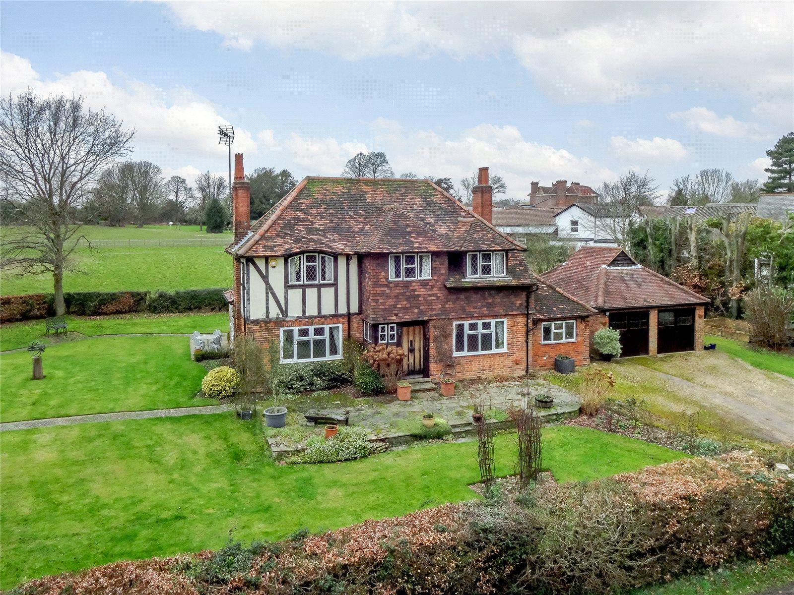 Single Family Home for Sale at Hammonds End Lane, Harpenden, Hertfordshire, AL5 Harpenden, England