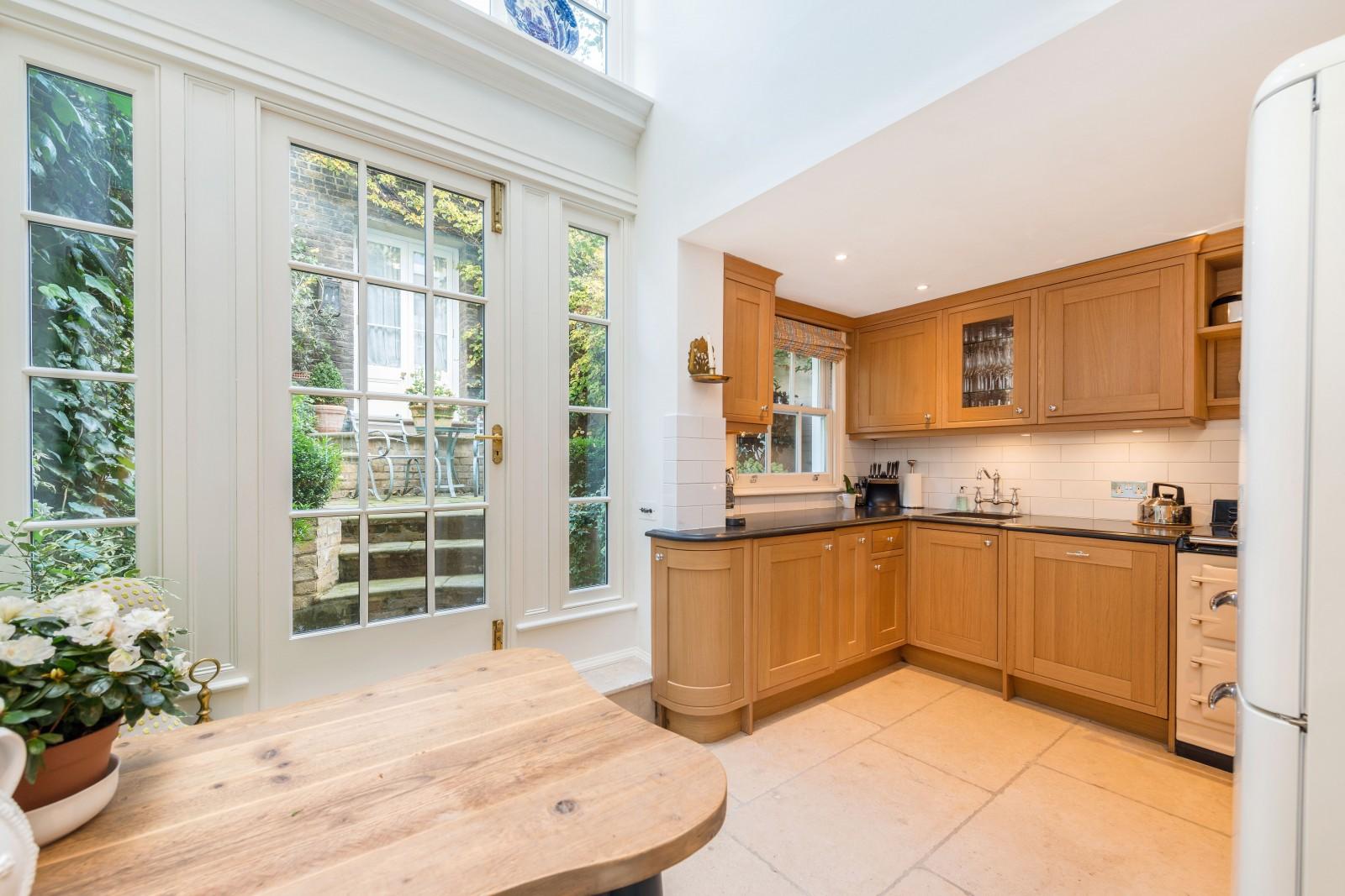 Casa para uma família para Locação às Lawrence Street, London, SW3 London, Inglaterra