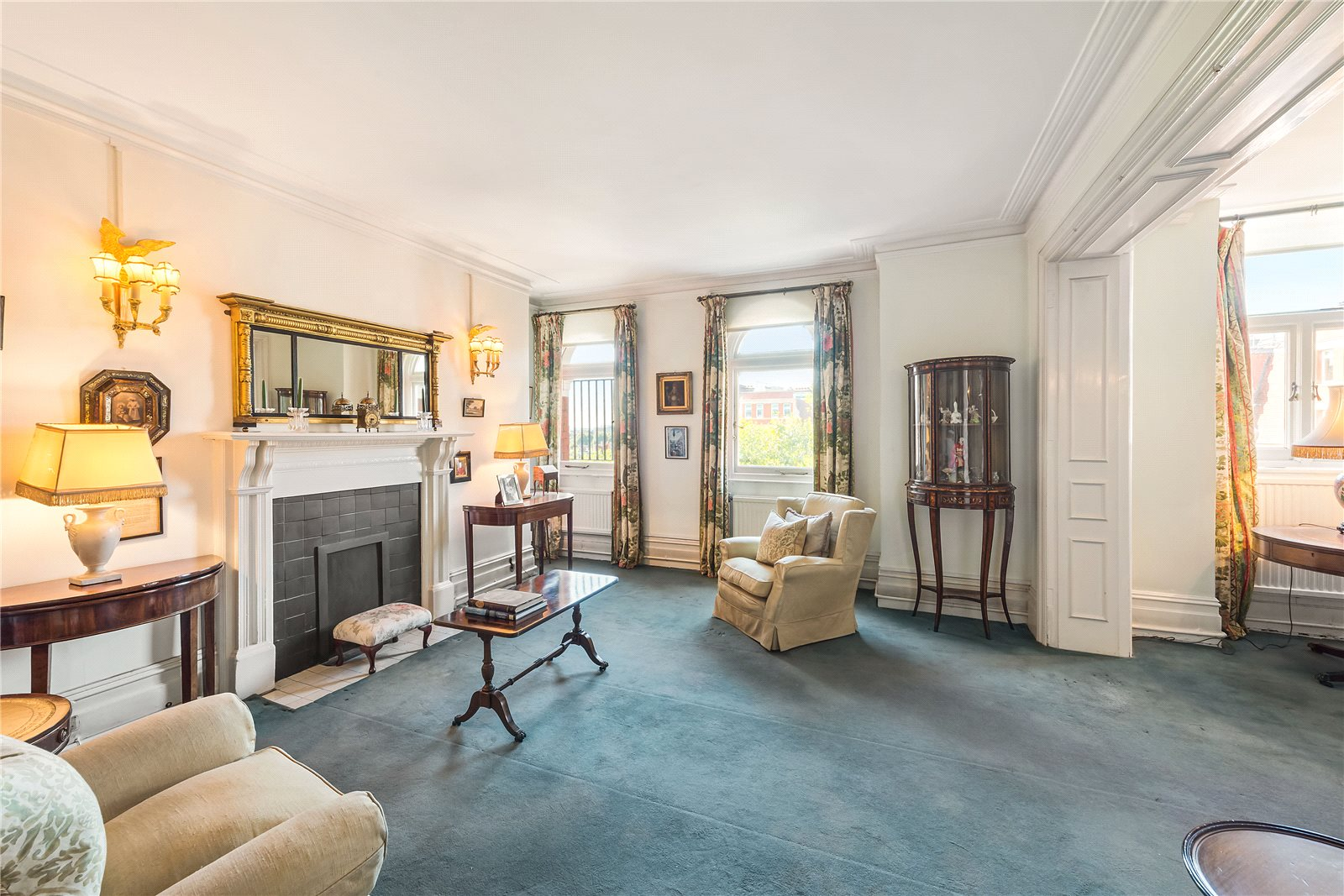 Additional photo for property listing at Iverna Court, Kensington, London, W8 Kensington, London, Ingiltere