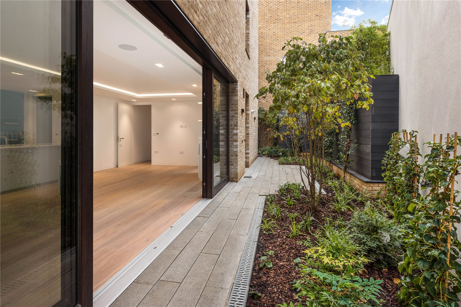 Additional photo for property listing at Victoria Mews, Notting Hill, London, W11 Notting Hill, London, England