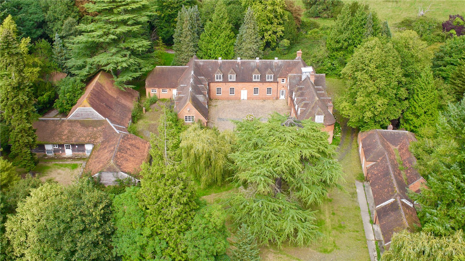 Additional photo for property listing at Coombe Park Road, Whitchurch on Thames, Reading, RG8 Reading, England