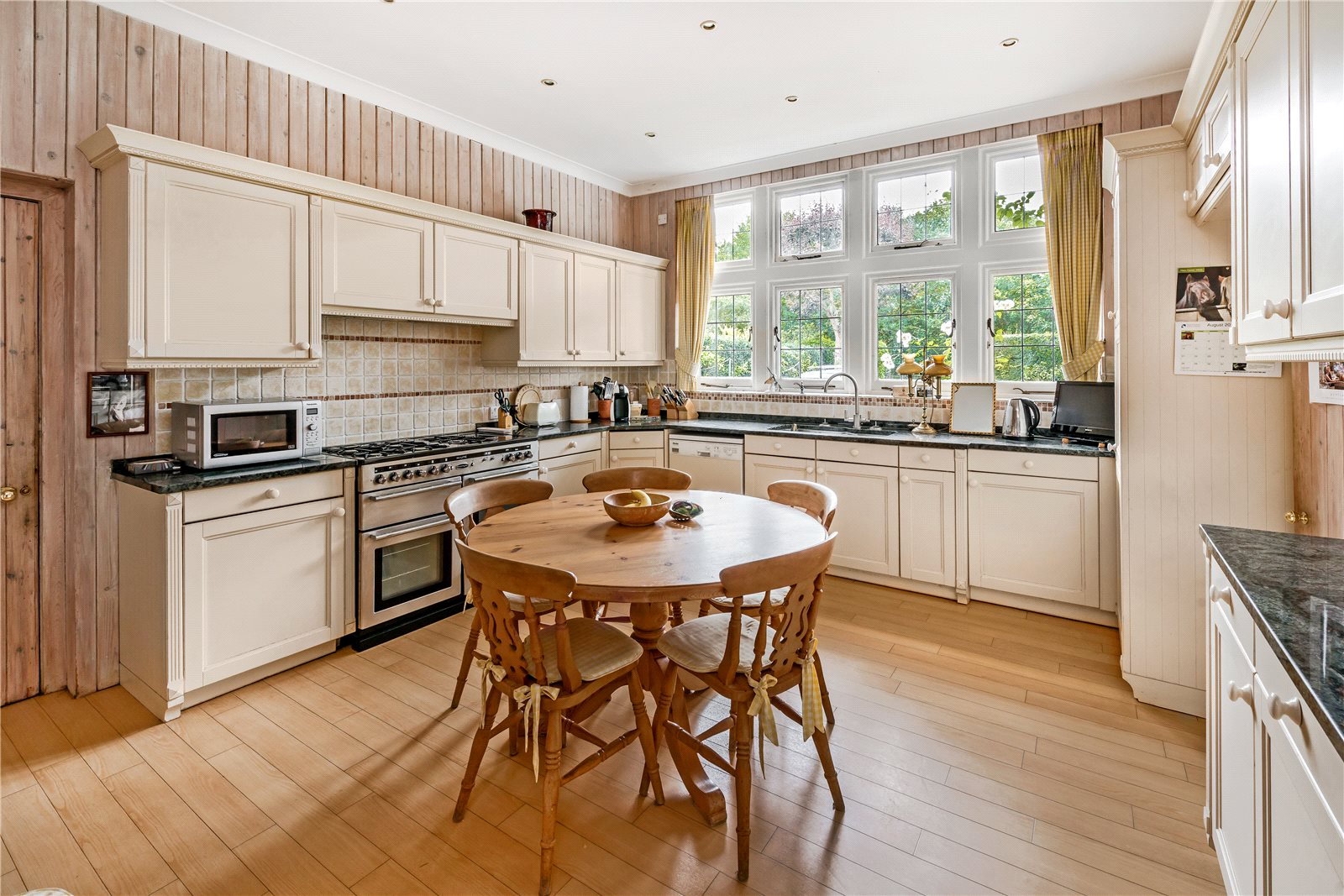 Additional photo for property listing at Church Road, Ham, Richmond, Surrey, TW10 Surrey, Inglaterra