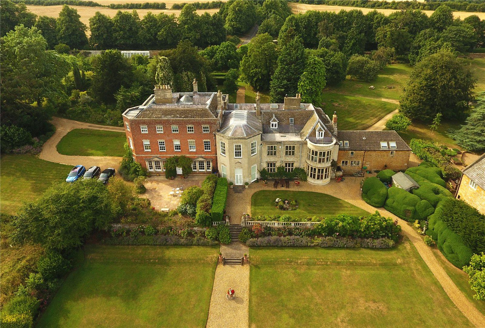 一戸建て のために 売買 アット Glendon Hall, Glendon, Kettering, Northamptonshire, NN14 Kettering, イギリス