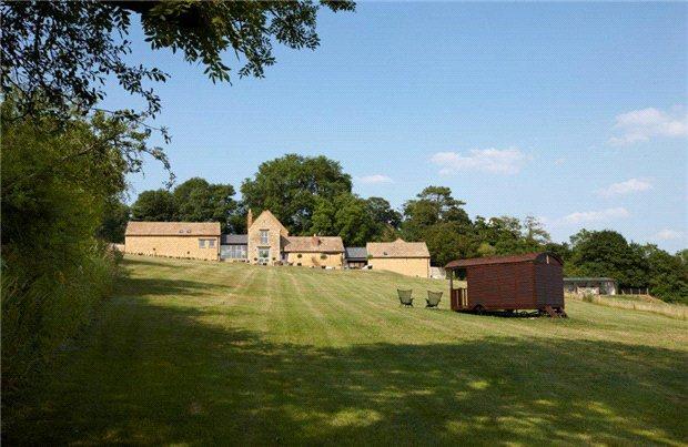 一戸建て のために 売買 アット Cross Hands Hill, Salford, Chipping Norton, Oxfordshire, OX7 Chipping Norton, イギリス