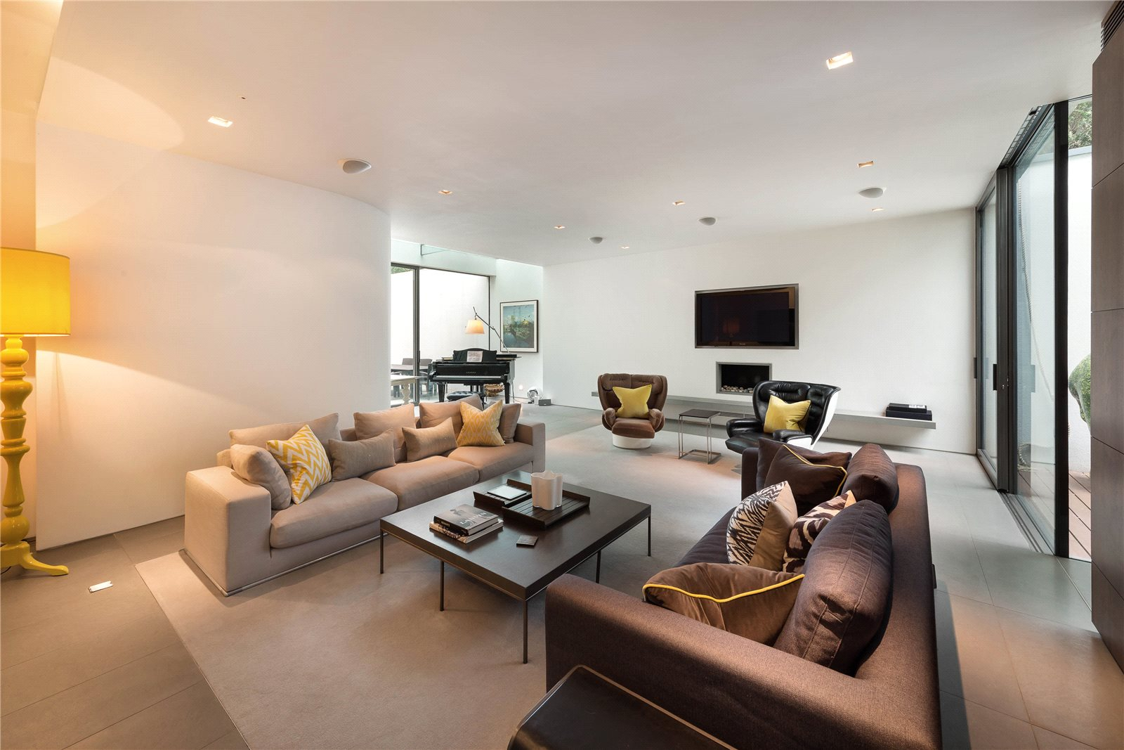 Additional Photo For Property Listing At Portland Road, Holland Park,  London, W11 Holland