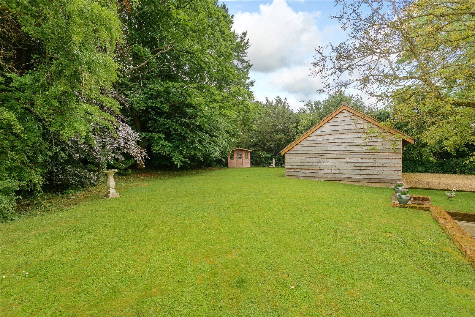 Additional photo for property listing at Hook Road, North Warnborough, Hook, Hampshire, RG29 Hook, England