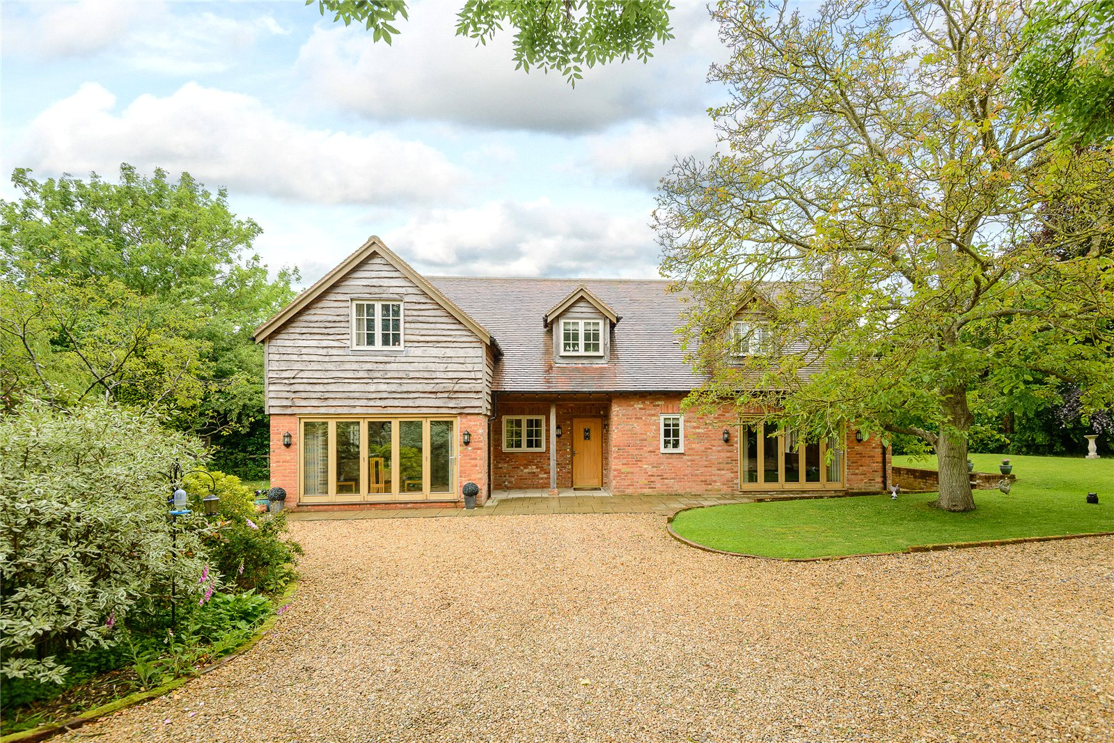 Villa per Vendita alle ore Hook Road, North Warnborough, Hook, Hampshire, RG29 Hook, Inghilterra