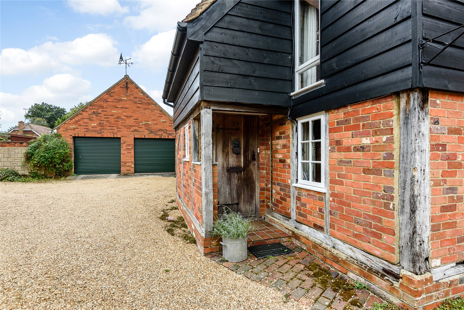 Additional photo for property listing at High Street, Odiham, Hampshire, RG29 Odiham, 英格蘭