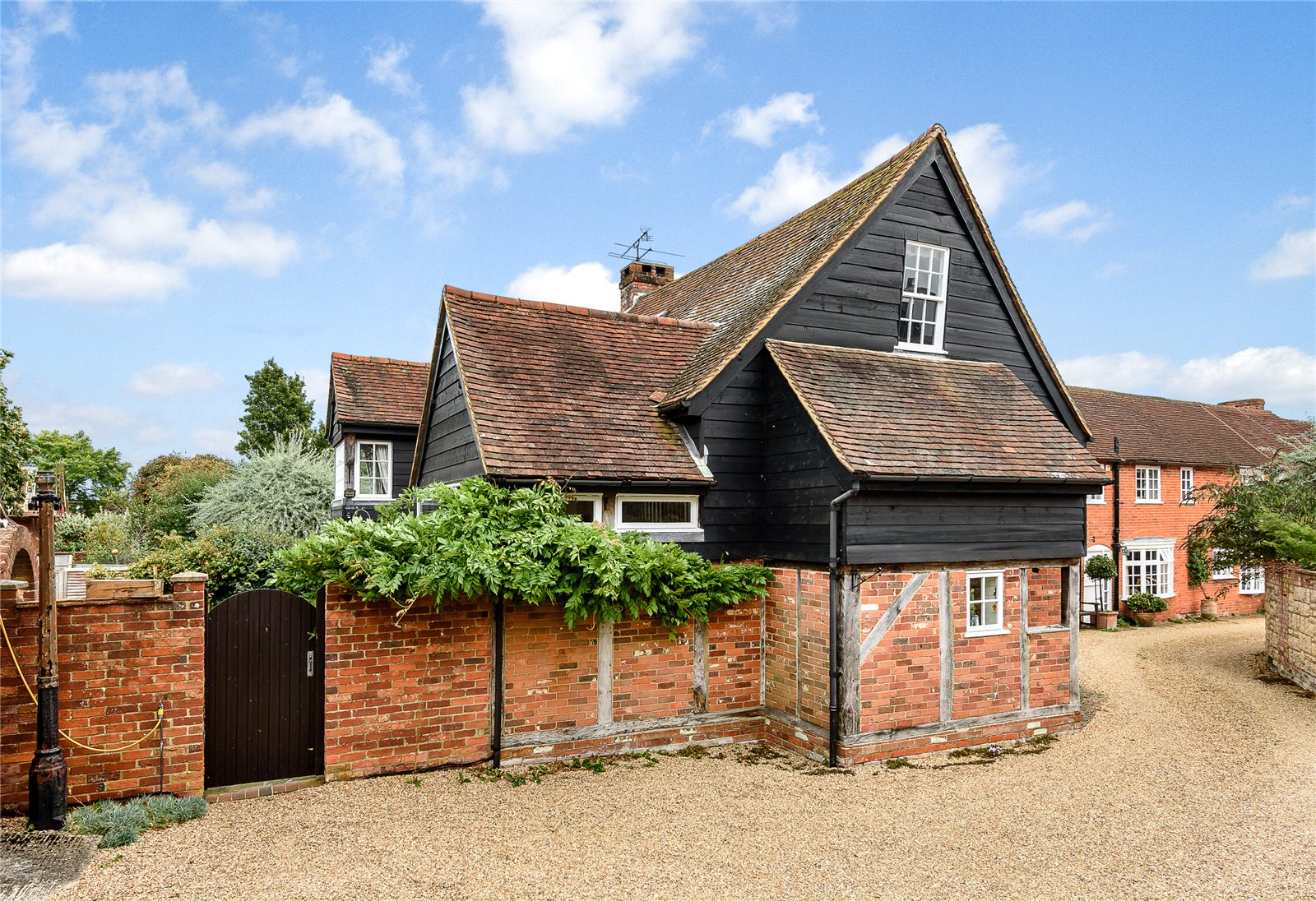 Additional photo for property listing at High Street, Odiham, Hampshire, RG29 Odiham, Inglaterra