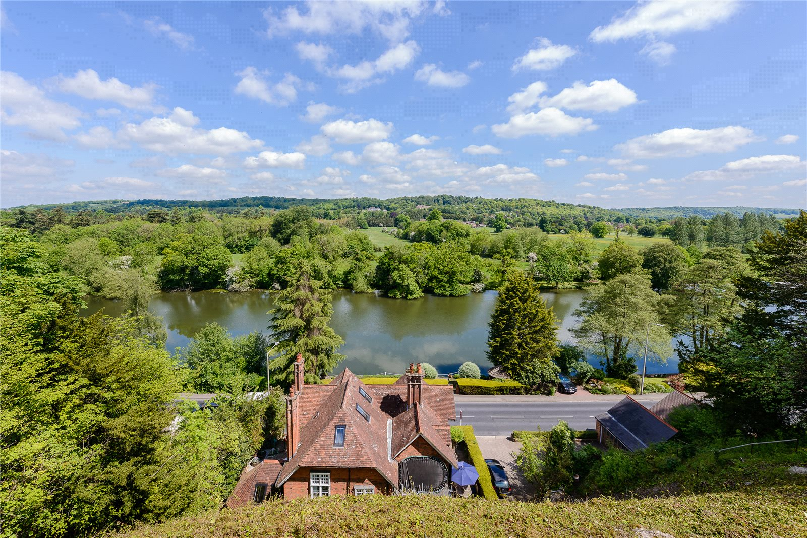 Additional photo for property listing at Shooters Hill, Pangbourne, Reading, Berkshire, RG8 Reading, Inglaterra