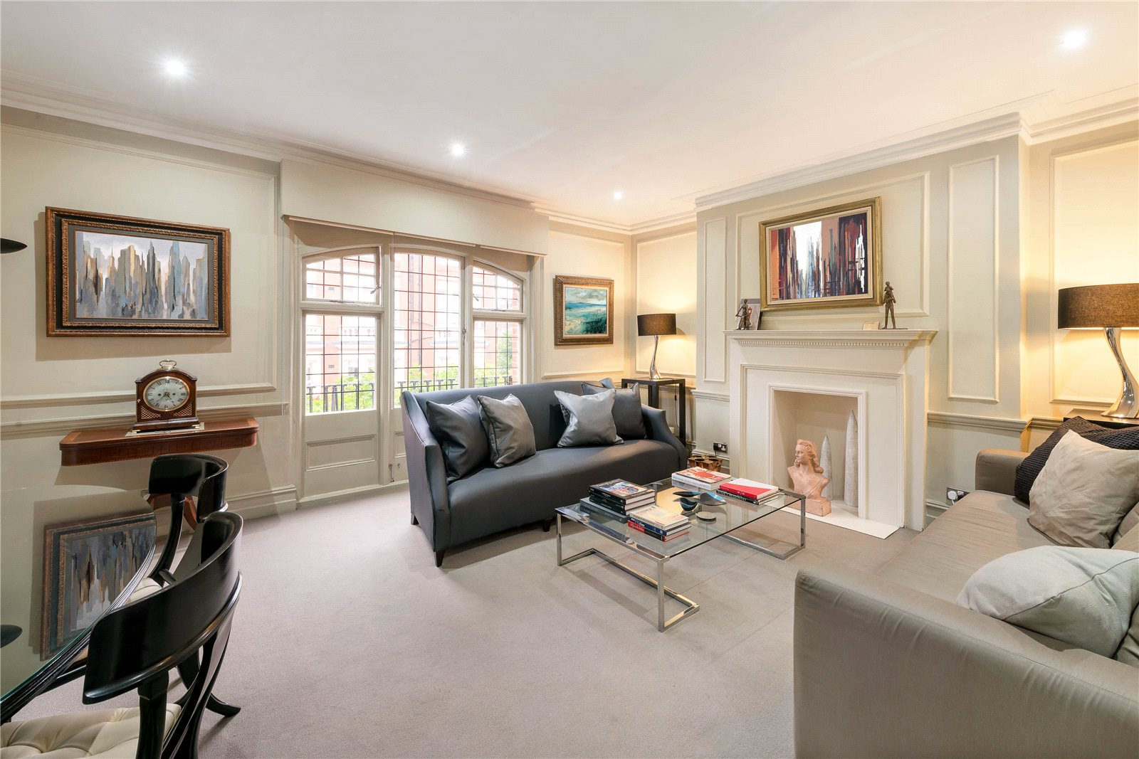 公寓 为 销售 在 Sloane Gate Mansions, D'Oyley Street, London, SW1X London, 英格兰