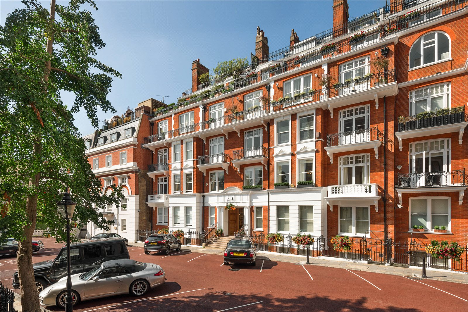 Apartments / Residences for Sale at Rutland Court, London, SW7 London, England