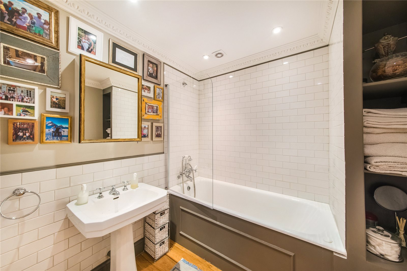 Additional photo for property listing at Earl's Court Square, London, SW5 London, Angleterre