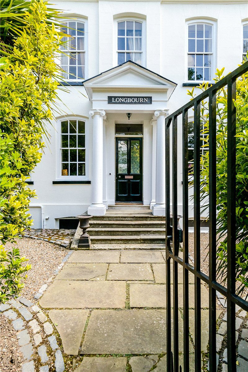 Additional photo for property listing at Forty Hill, Enfield, Hertfordshire, EN2 Hertfordshire, Ingiltere