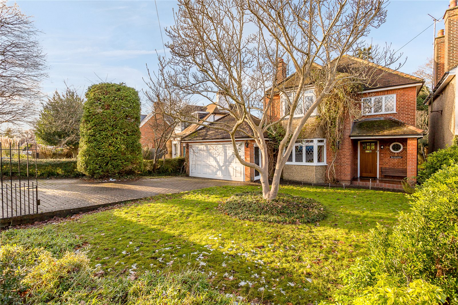 Single Family Home for Sale at Mile House Lane, St. Albans, Hertfordshire, AL1 St Albans, England