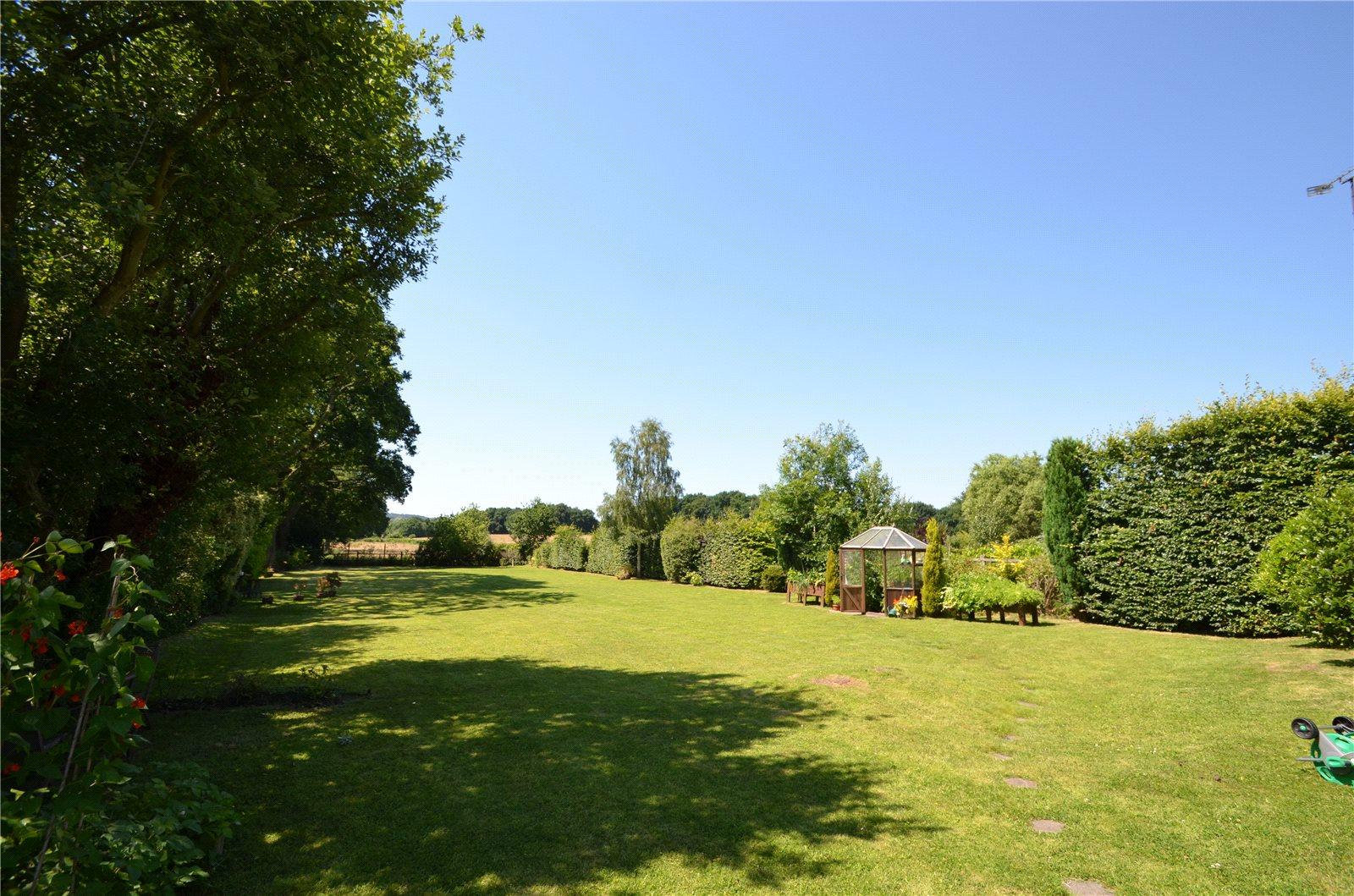 Additional photo for property listing at School Road, Windlesham, Surrey, GU20 Windlesham, 英格兰