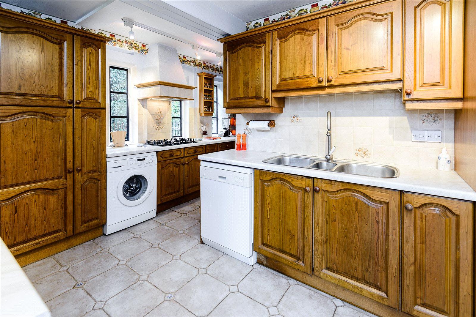 Additional photo for property listing at Chertsey Road, Windlesham, Surrey, GU20 Windlesham, Inglaterra
