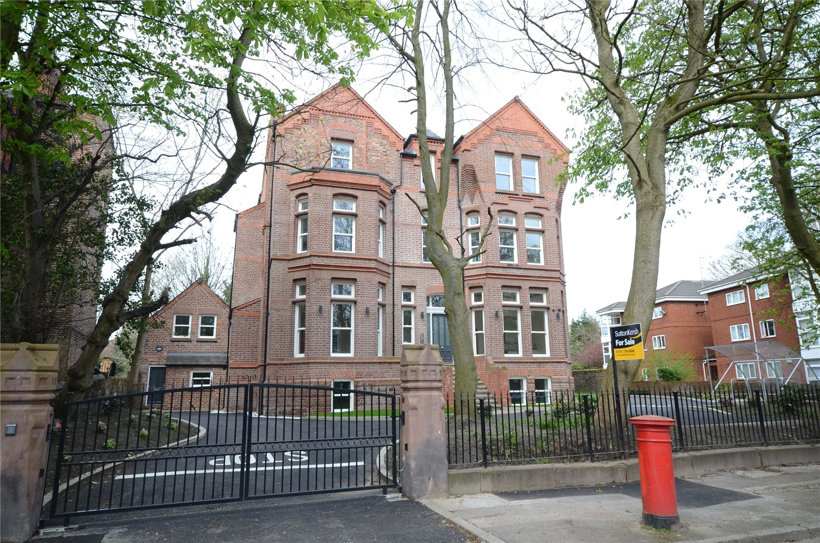 3 Bedrooms Apartment Flat for sale in Livingston Drive North, Aigburth, Liverpool, L17