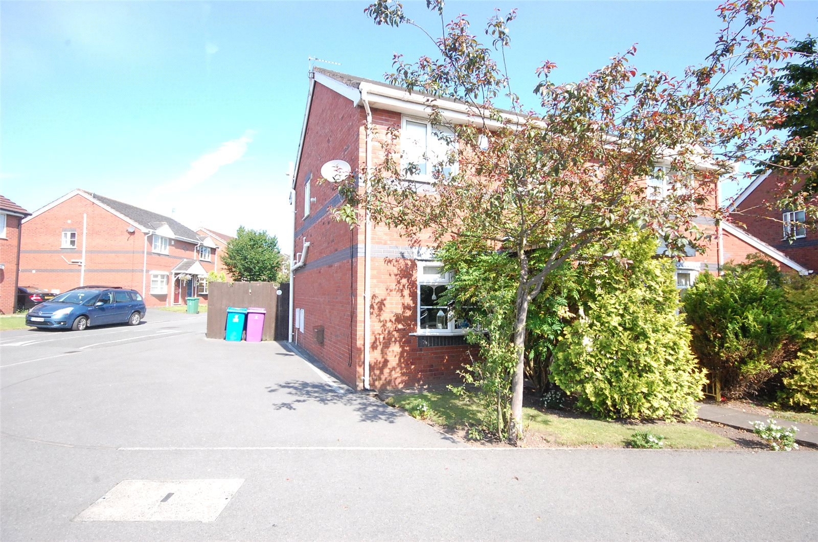 3 Bedrooms Semi Detached House for sale in Calderwood Park, Netherley, Liverpool, L27