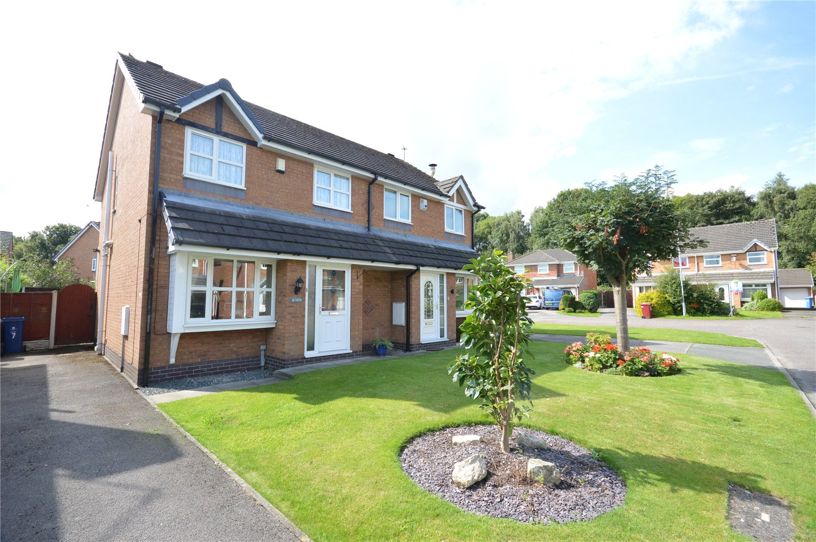 3 Bedrooms Semi Detached House for sale in The Cobbles, Halewood, Liverpool, L26