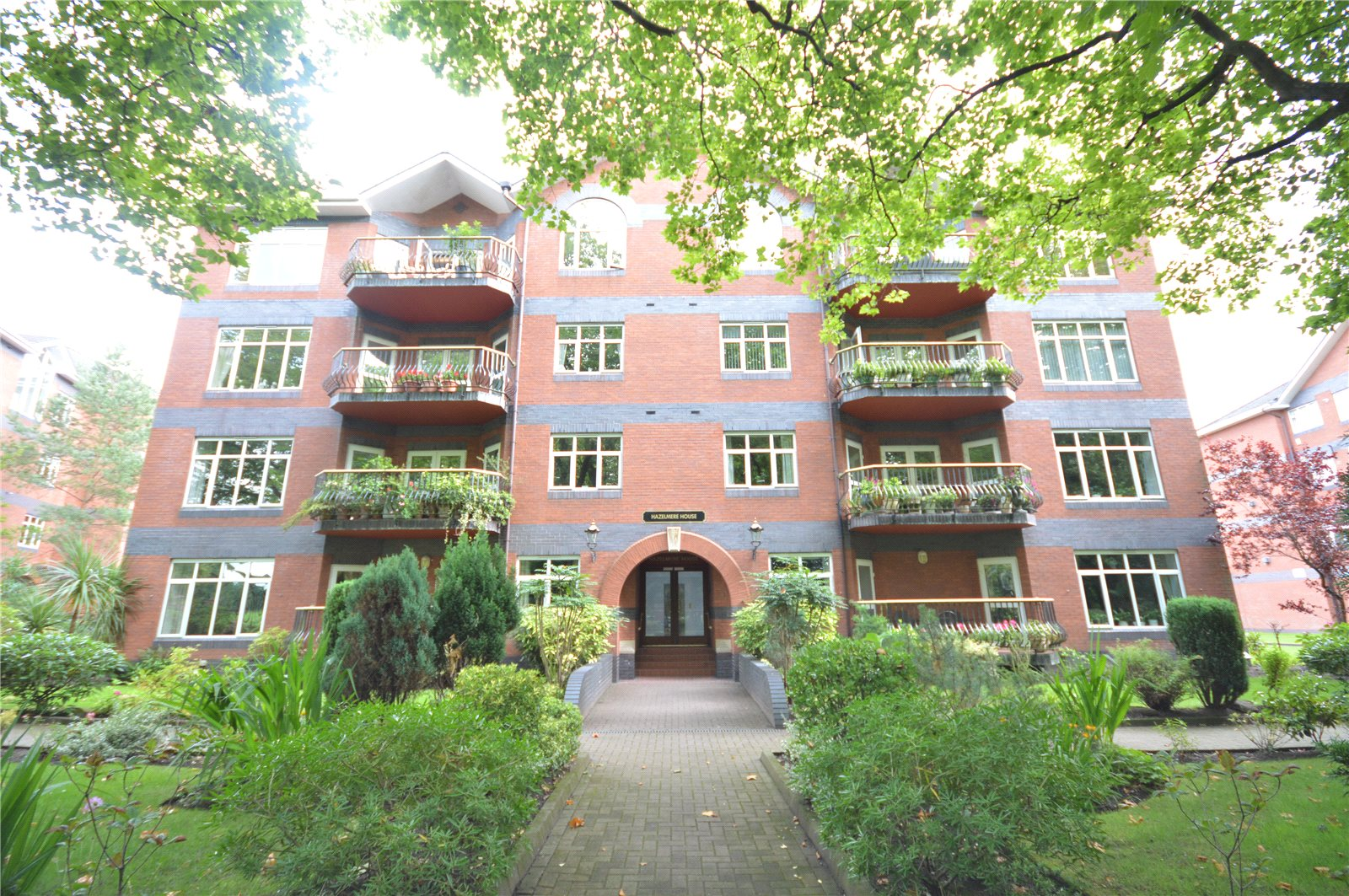 4 Bedrooms Apartment Flat for sale in Hazelmere House, Mossley Hill Drive, Liverpool, L17