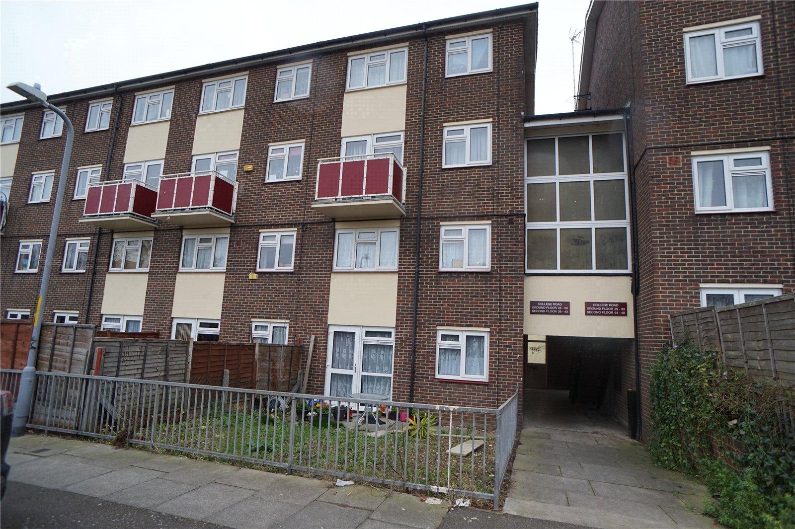 3 Bedrooms Flat for sale in College Road, Northfleet, Gravesend, Kent, DA11