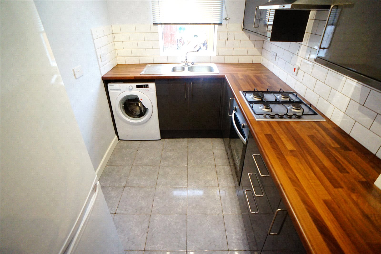 2 Bedrooms Terraced House for sale in Range Road, Gravesend, Kent, DA12