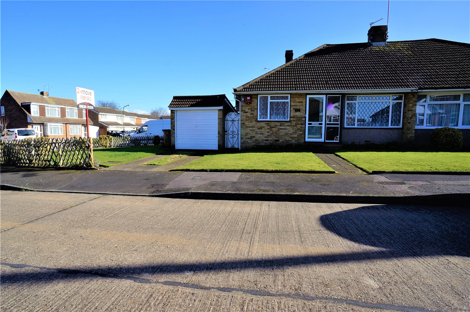 2 Bedrooms Semi Detached Bungalow for sale in Romsey Close, Rochester, Kent, ME2