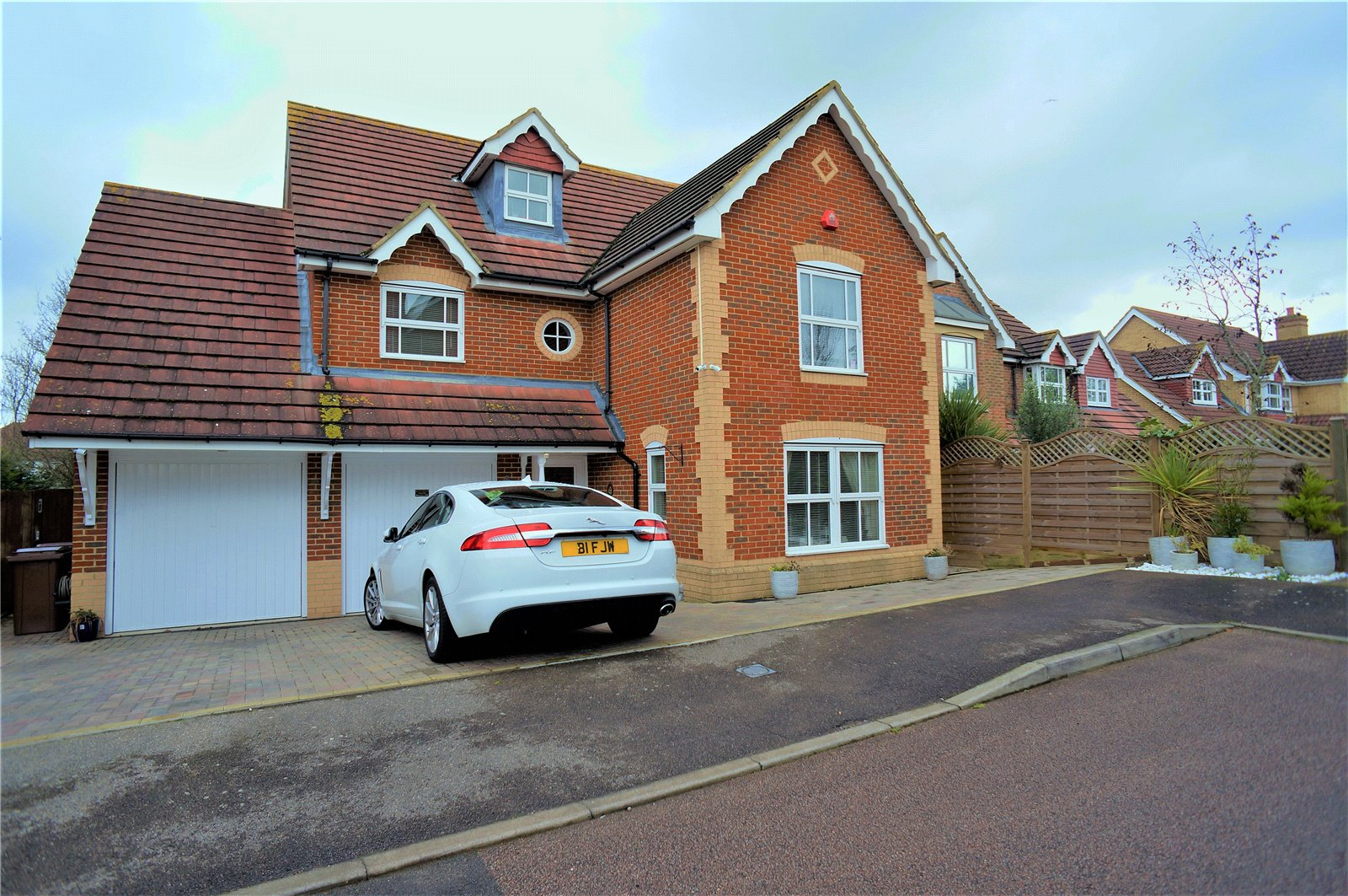 5 Bedrooms Detached House for sale in Grant Road, Wainscott, Rochester, Kent, ME3