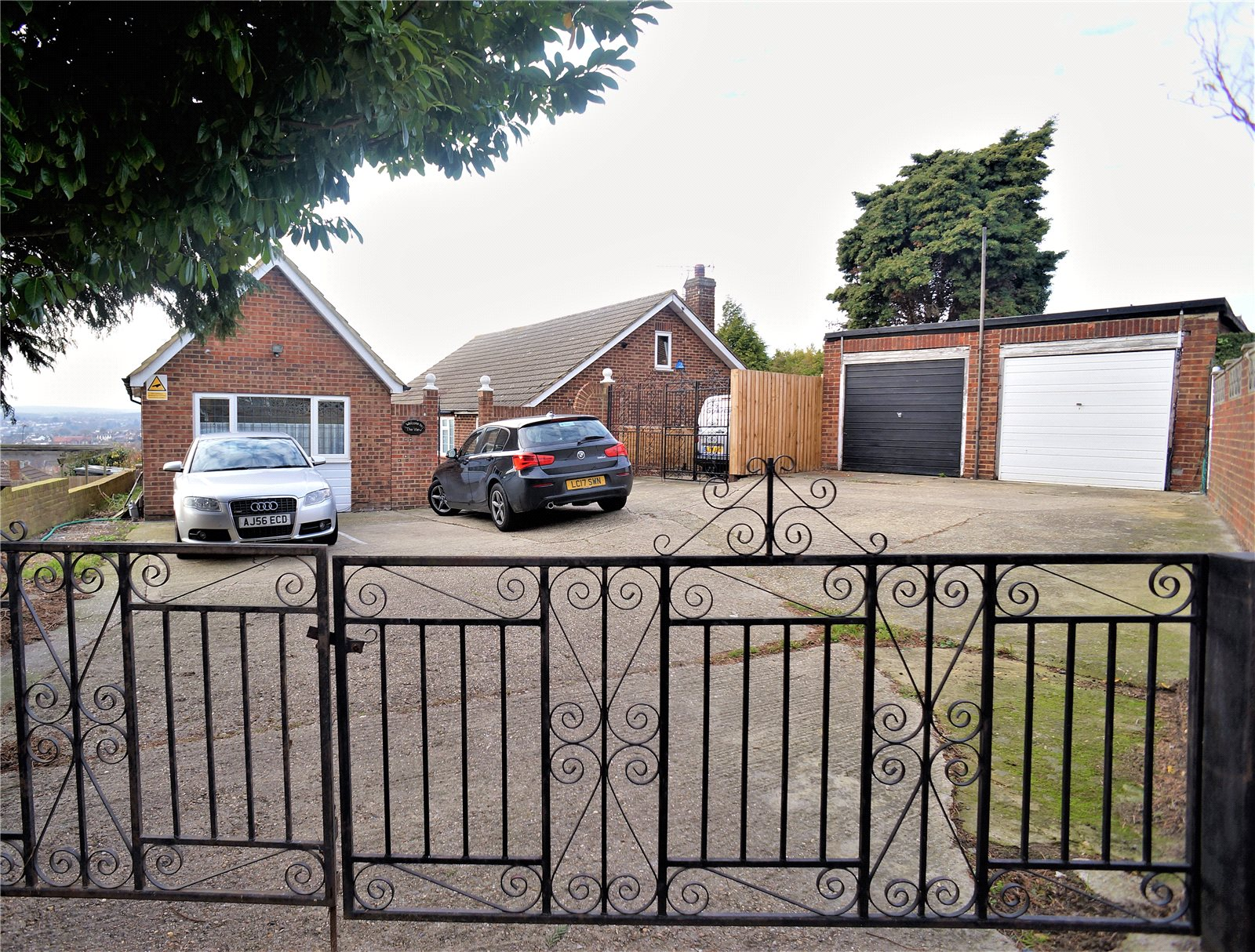 3 Bedrooms Detached Bungalow for sale in Windmill Street, Rochester, Kent, ME2