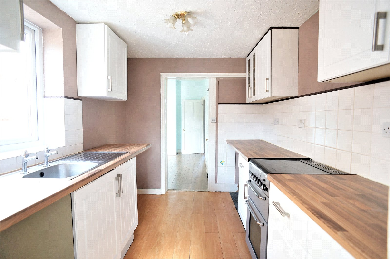 3 Bedrooms Terraced House for sale in Wyndham Road, Chatham, Kent, ME4