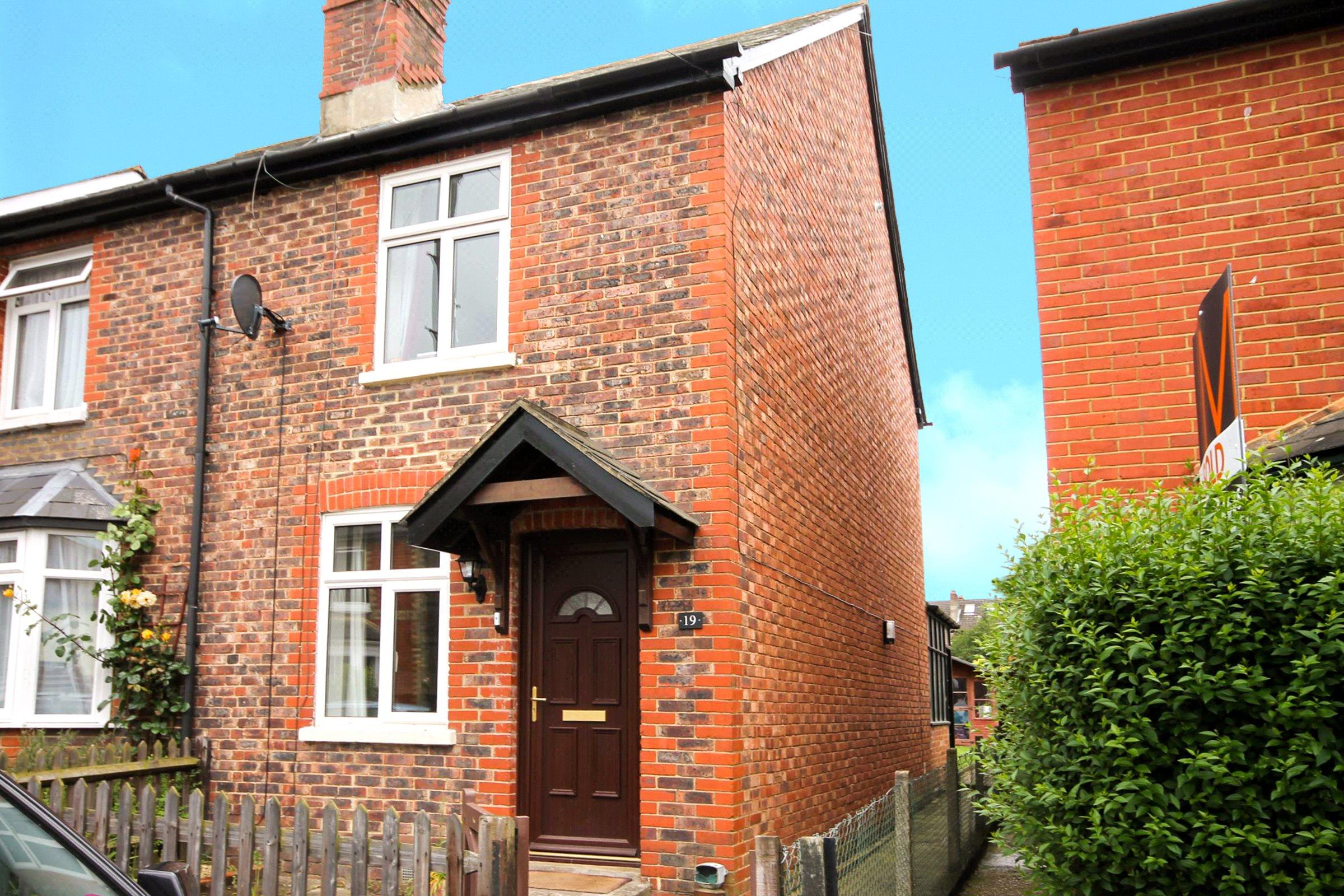 3 Bedrooms Semi Detached House for sale in Watson Road, Westcott, Dorking, Surrey, RH4