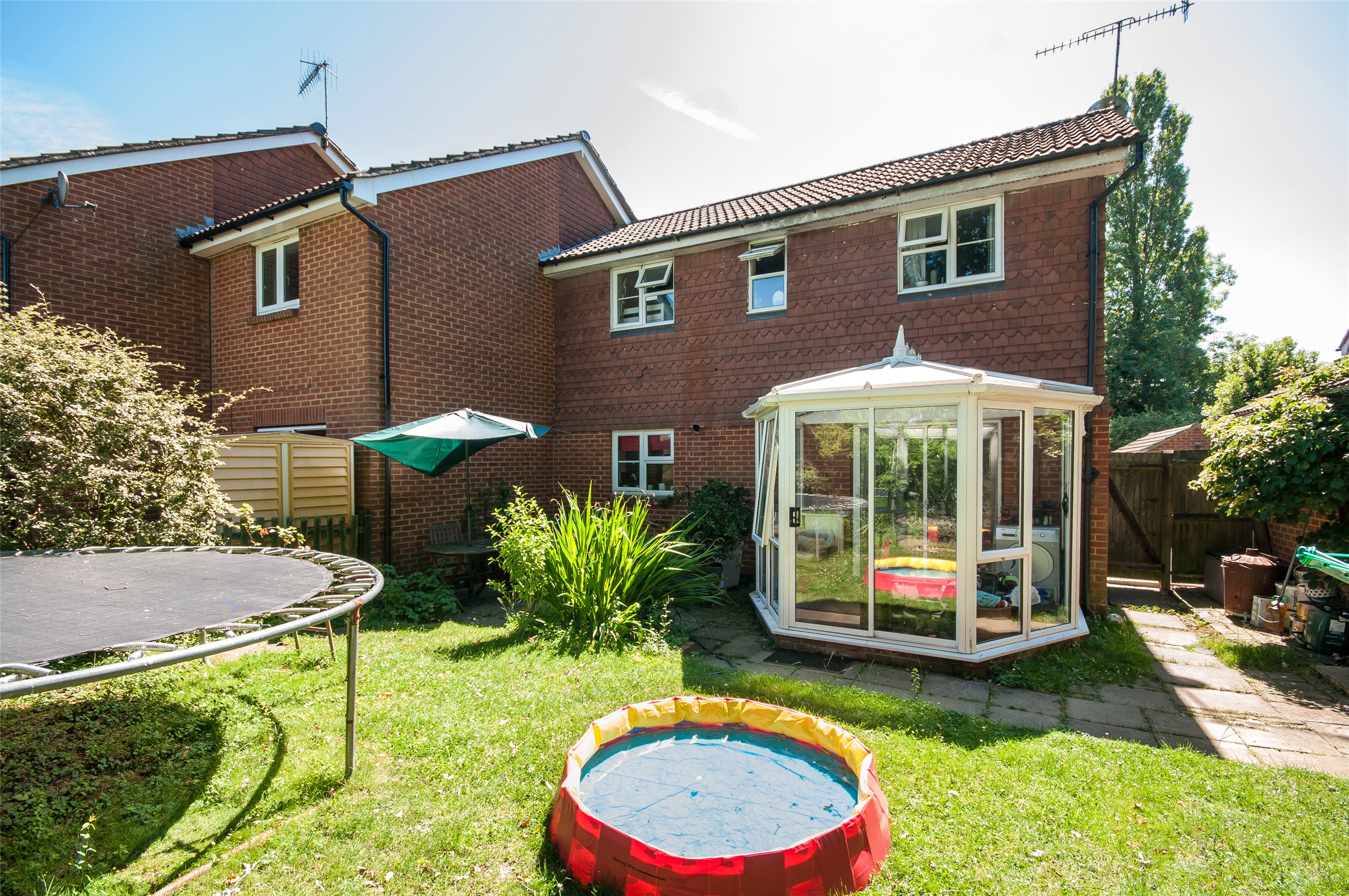 3 Bedrooms Semi Detached House for sale in Bakers Way, Capel, Dorking, Surrey, RH5