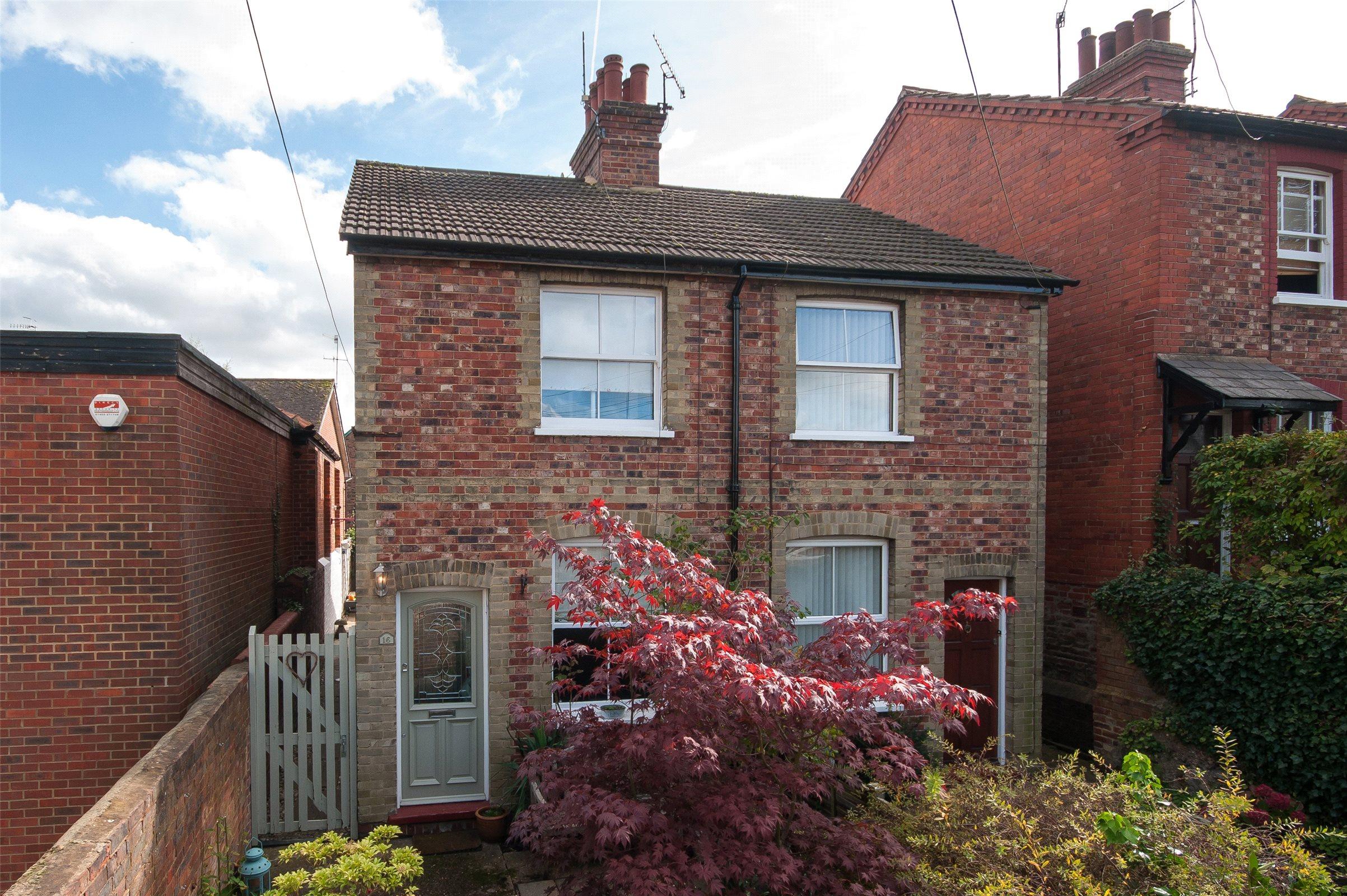 2 Bedrooms Terraced House for sale in Dene Street Gardens, Dorking, Surrey, RH4