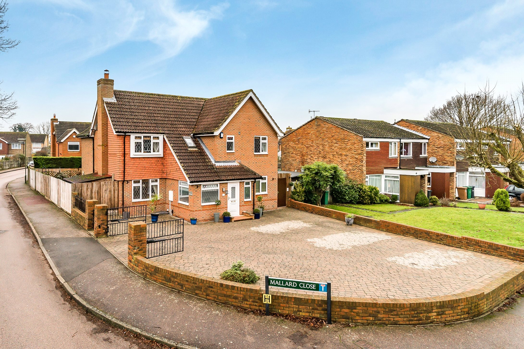 4 Bedrooms Detached House for sale in Mallard Close, Horley, Surrey, RH6