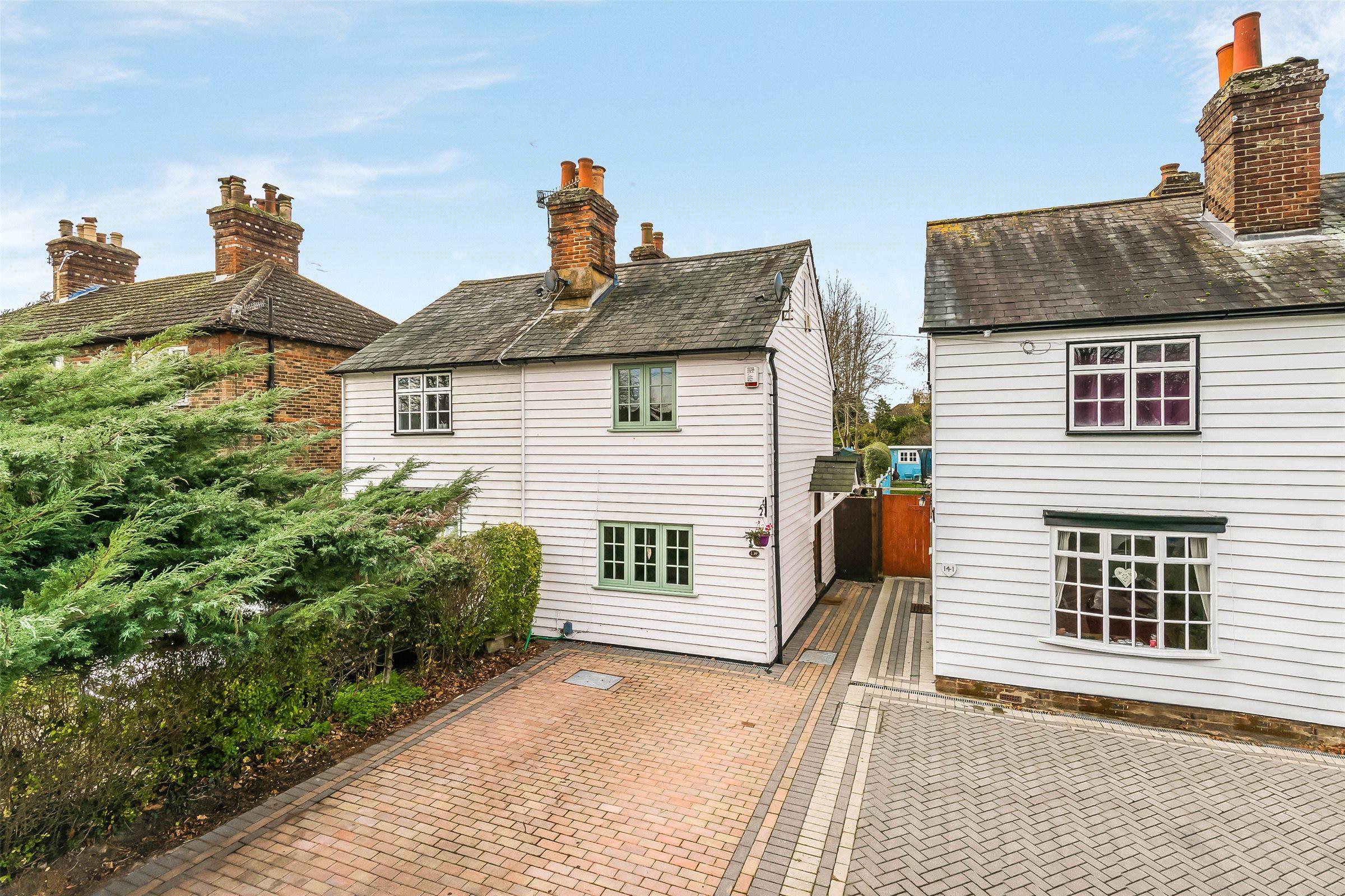 3 Bedrooms Semi Detached House for sale in Albert Road, Horley, Surrey, RH6