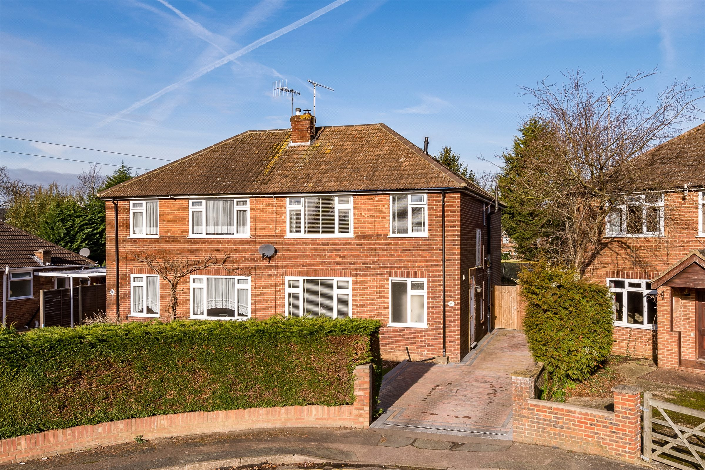 4 Bedrooms Semi Detached House for sale in Lechford Road, Horley, Surrey, RH6