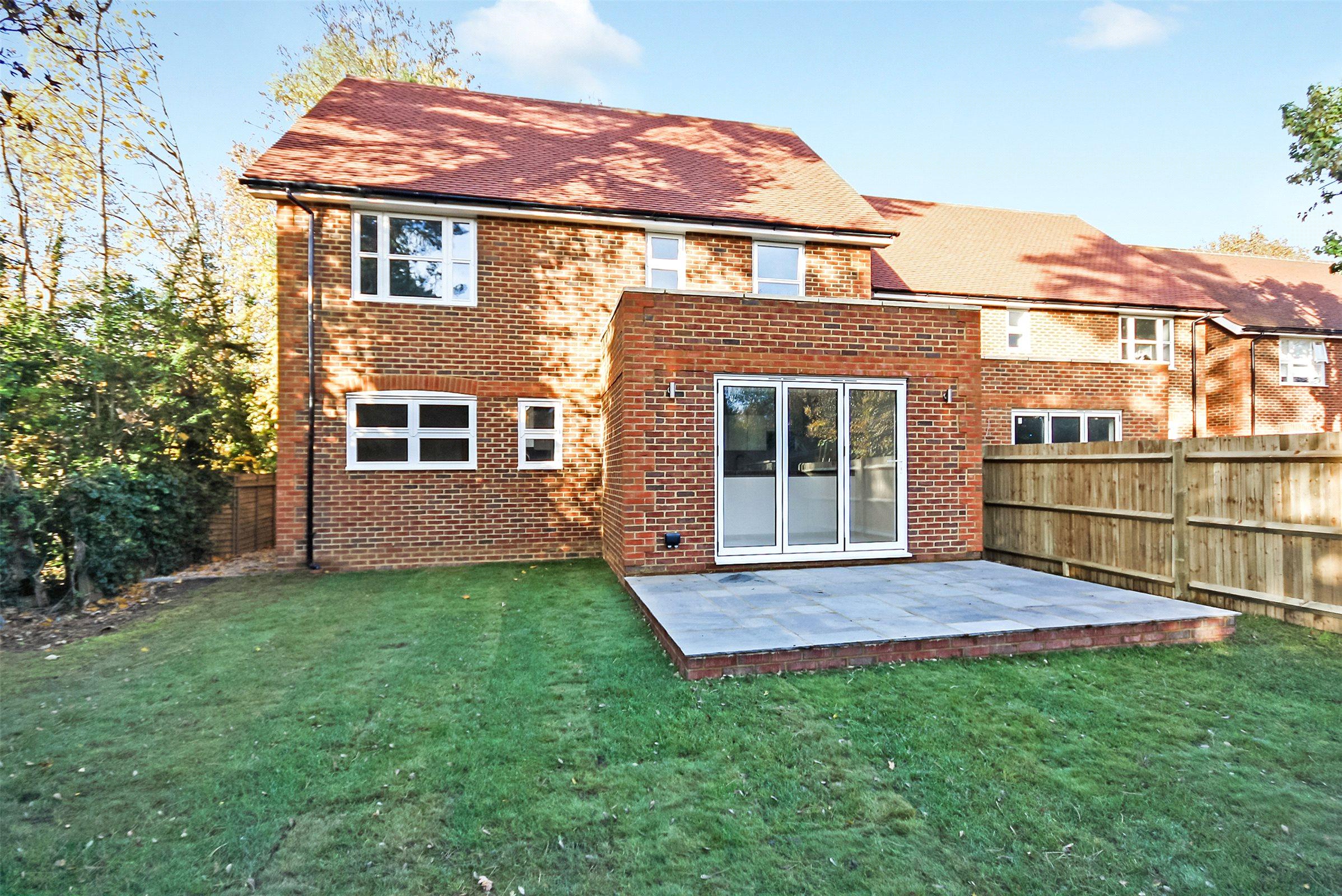 4 Bedrooms Detached House for sale in Pine Gardens, Horley, Surrey, RH6