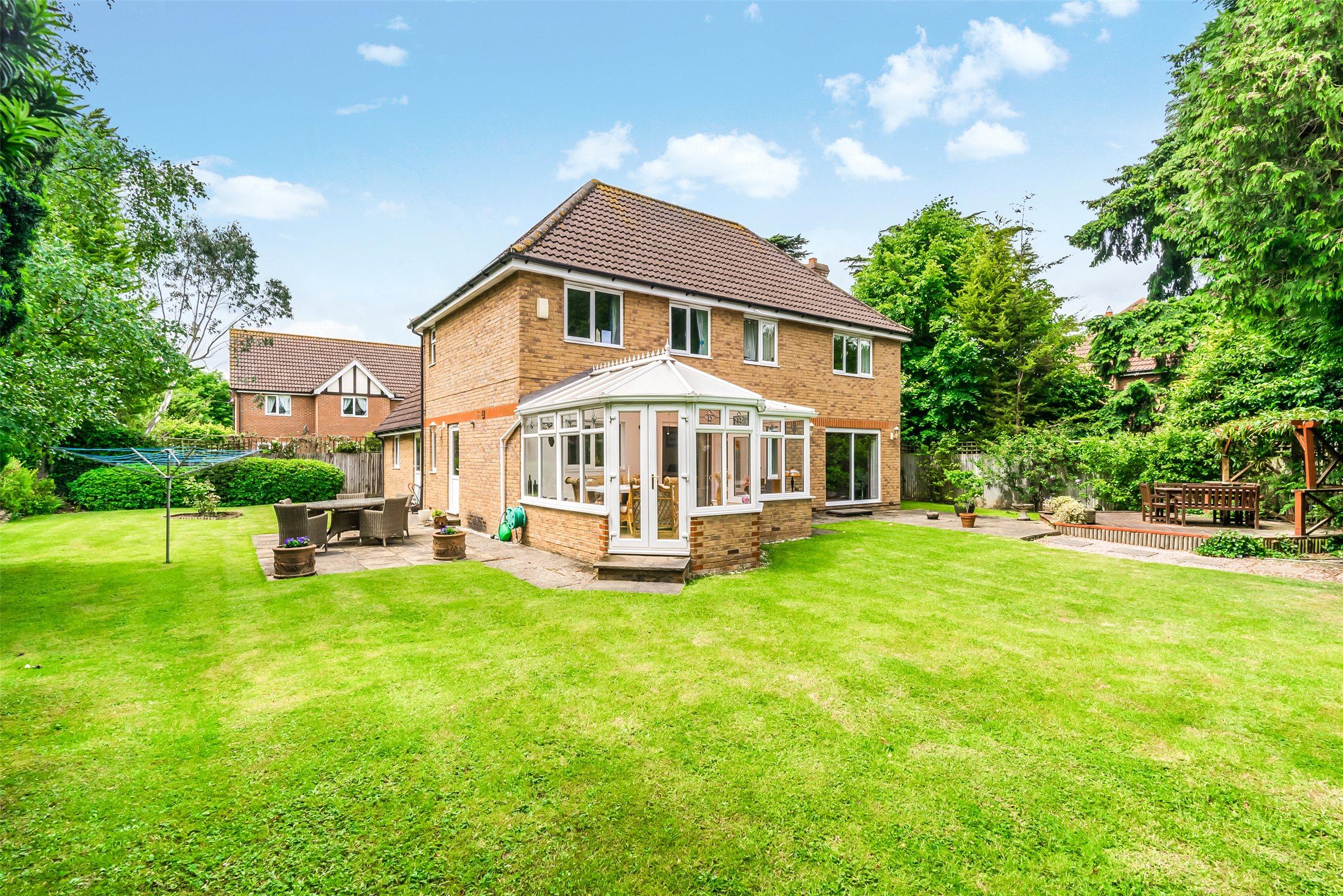 5 Bedrooms Detached House for sale in Bonehurst Road, Horley, Surrey, RH6