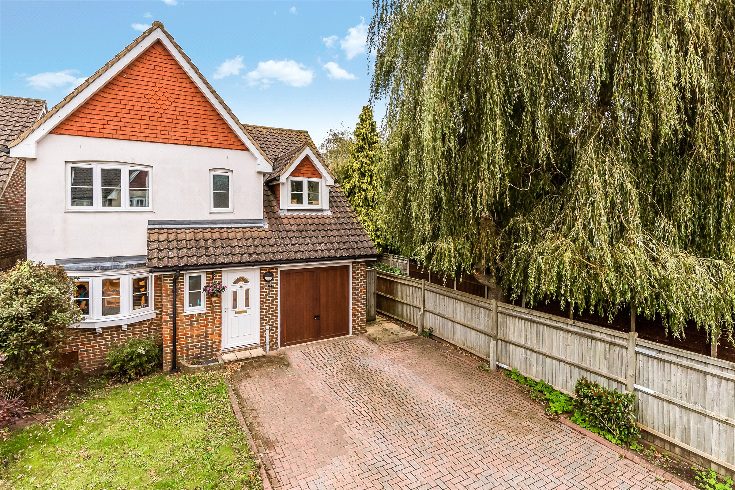 4 Bedrooms Detached House for sale in Forge Place, Horley, Surrey, RH6