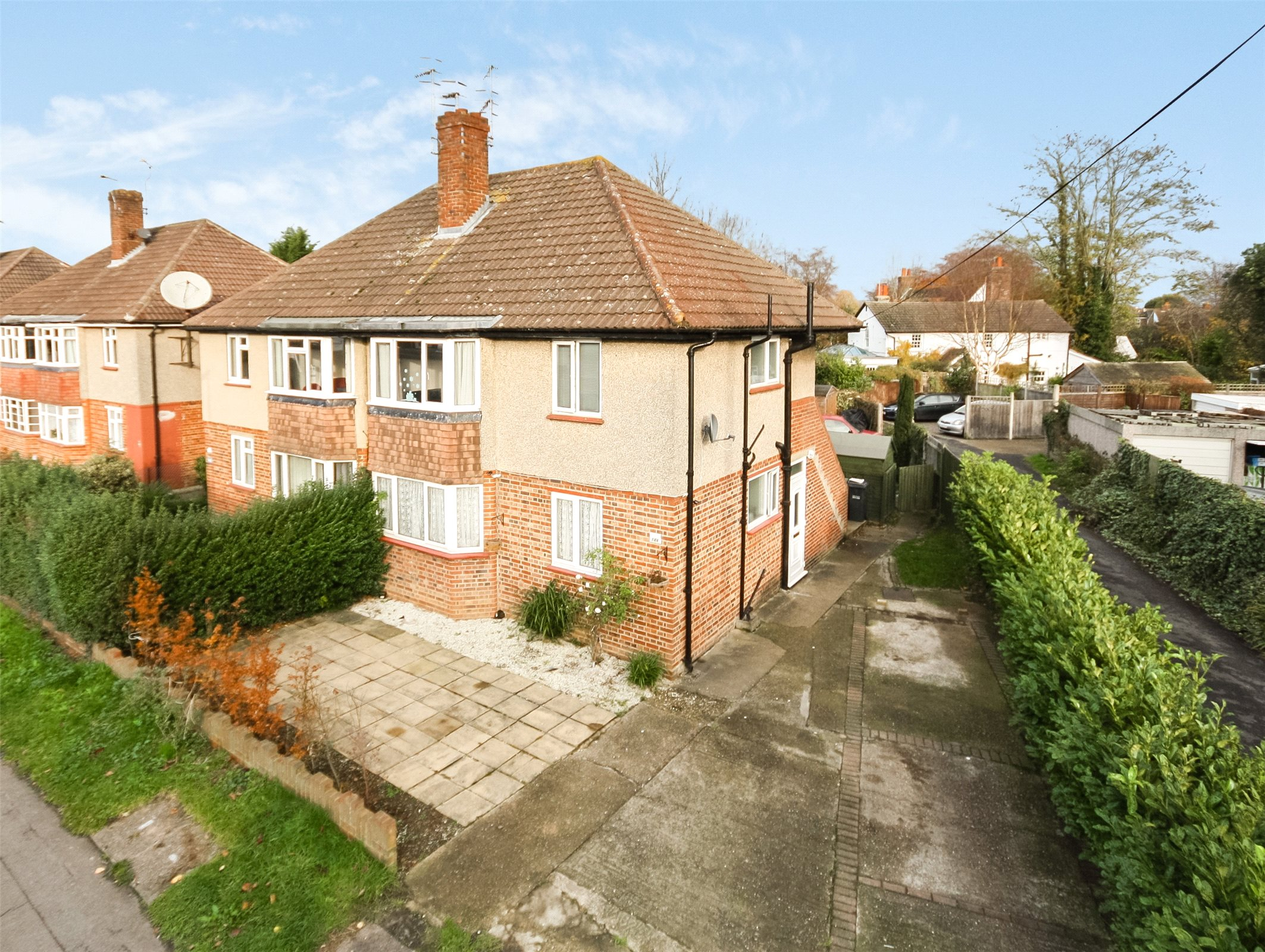 2 Bedrooms Apartment Flat for sale in Victoria Road, Horley, Surrey, RH6