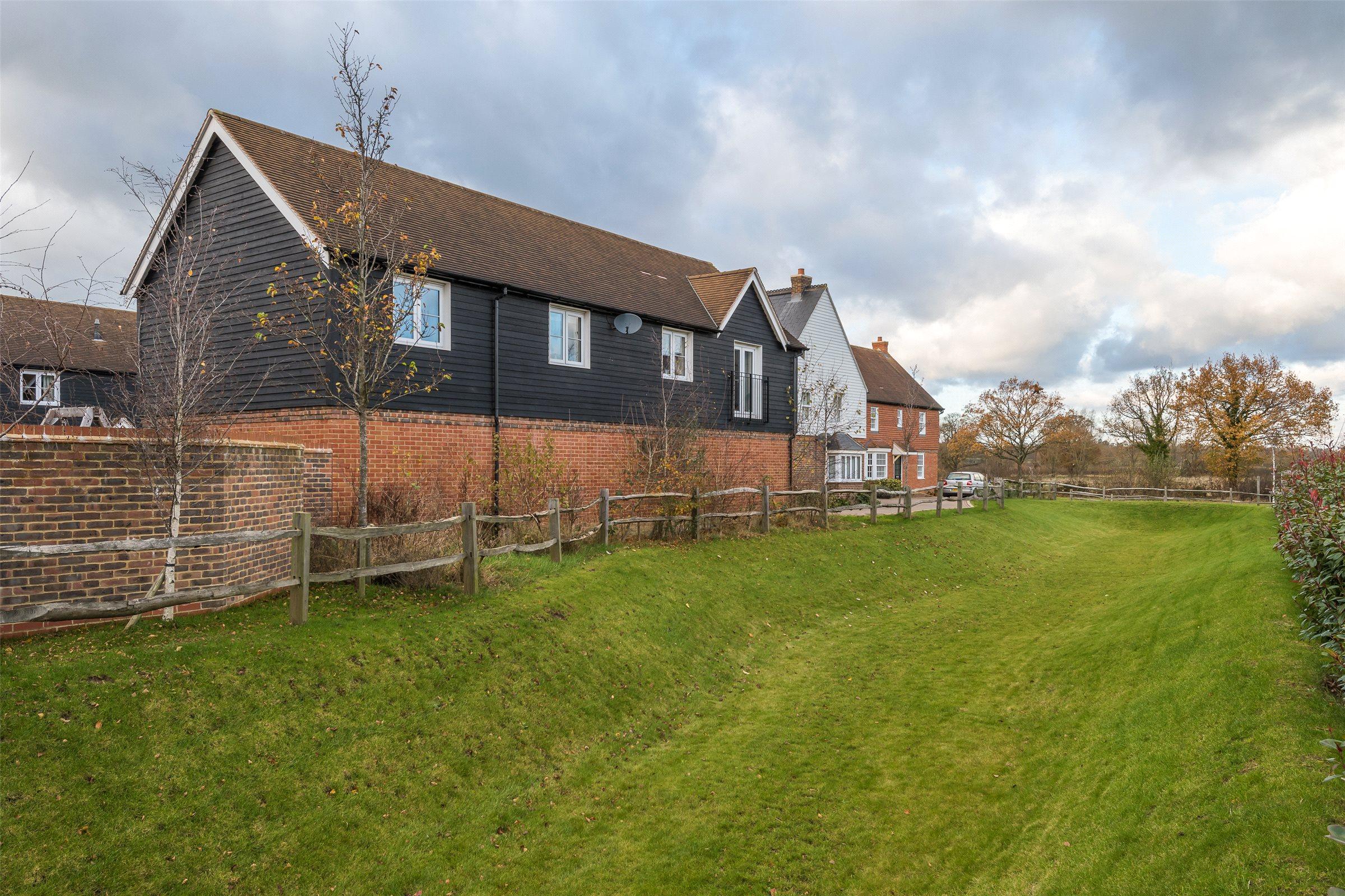 2 Bedrooms House for sale in Woodman Way, Horley, Surrey, RH6