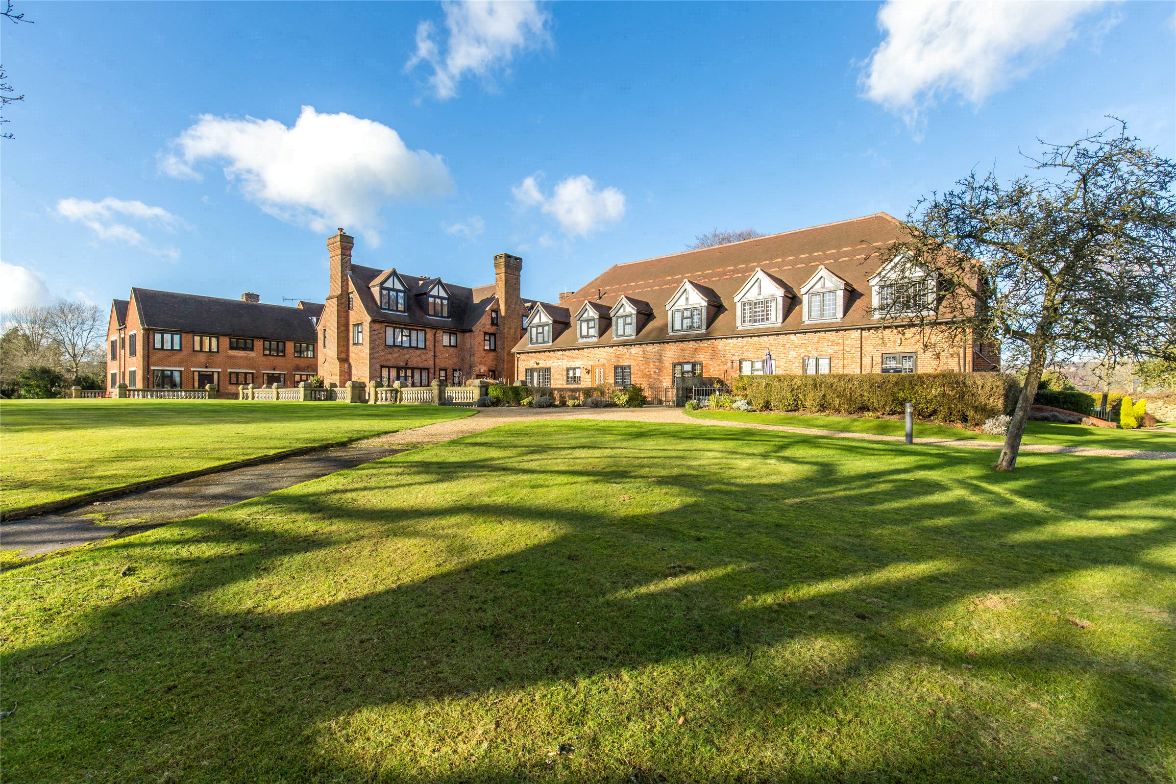 2 Bedrooms Apartment Flat for sale in Bonaly House, Neb Lane, Oxted, Surrey, RH8