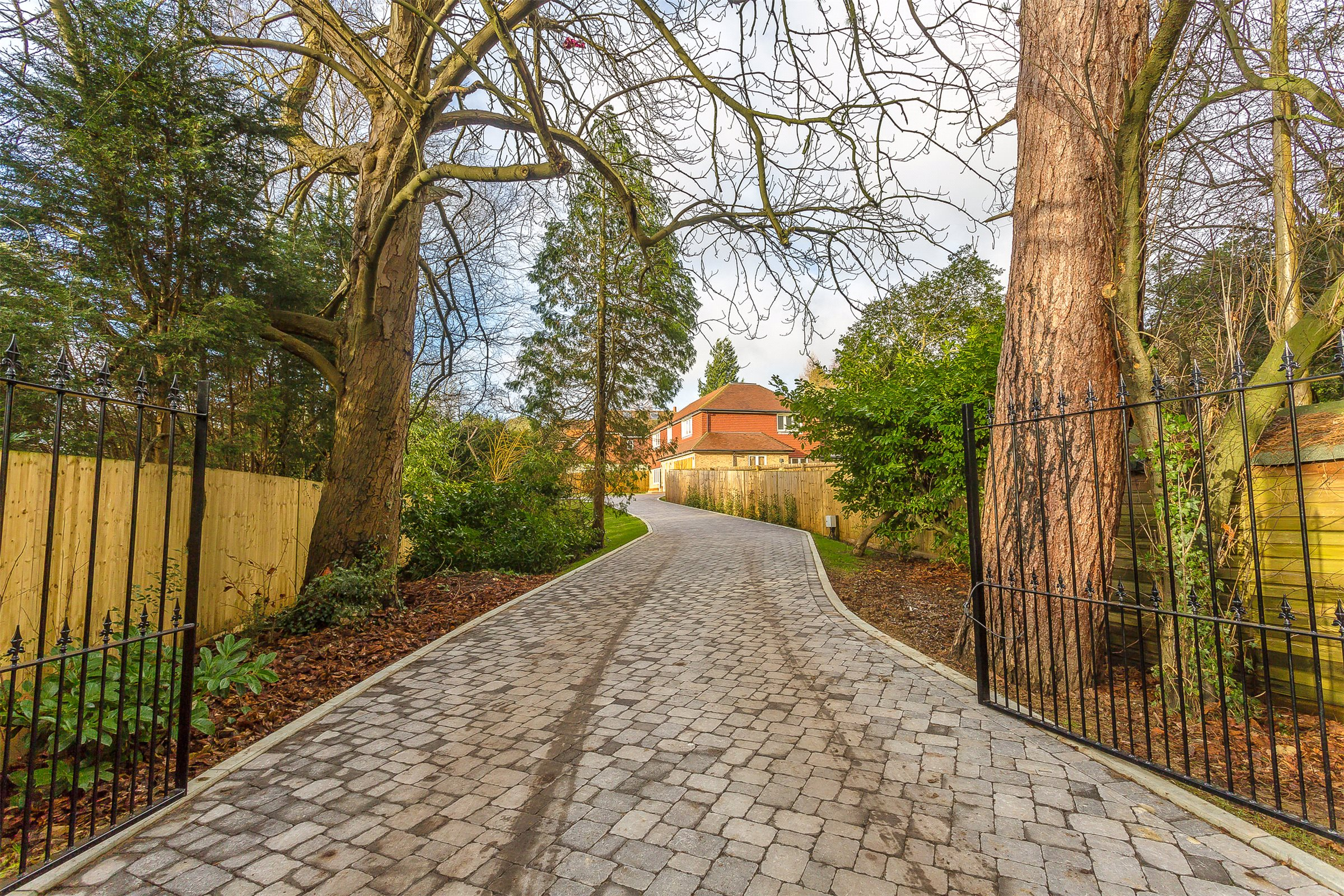 4 Bedrooms Detached House for sale in Greenhurst Lane, Oxted, Surrey, RH8