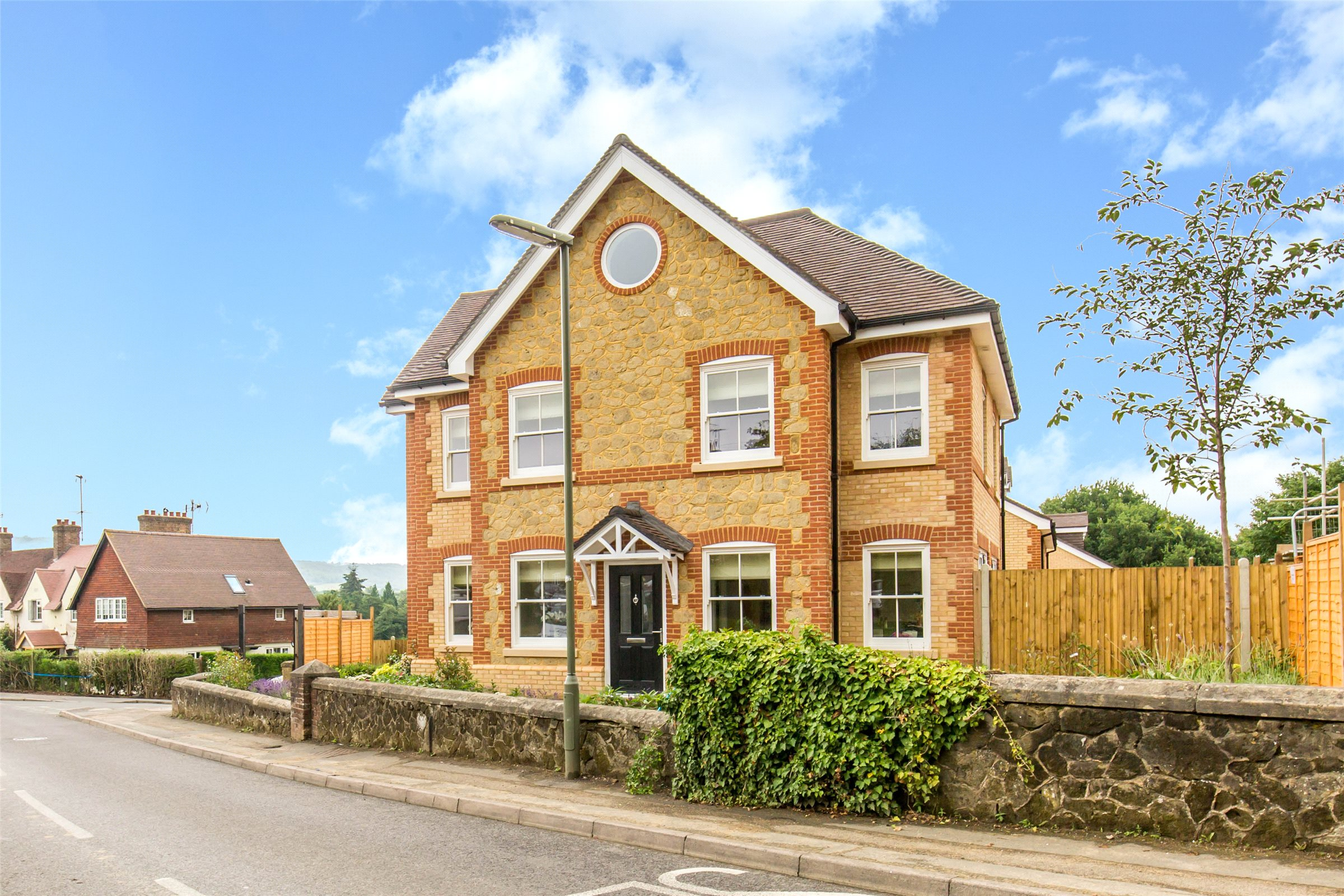 5 Bedrooms Detached House for sale in Beadles Lane, Old Oxted, Surrey, RH8