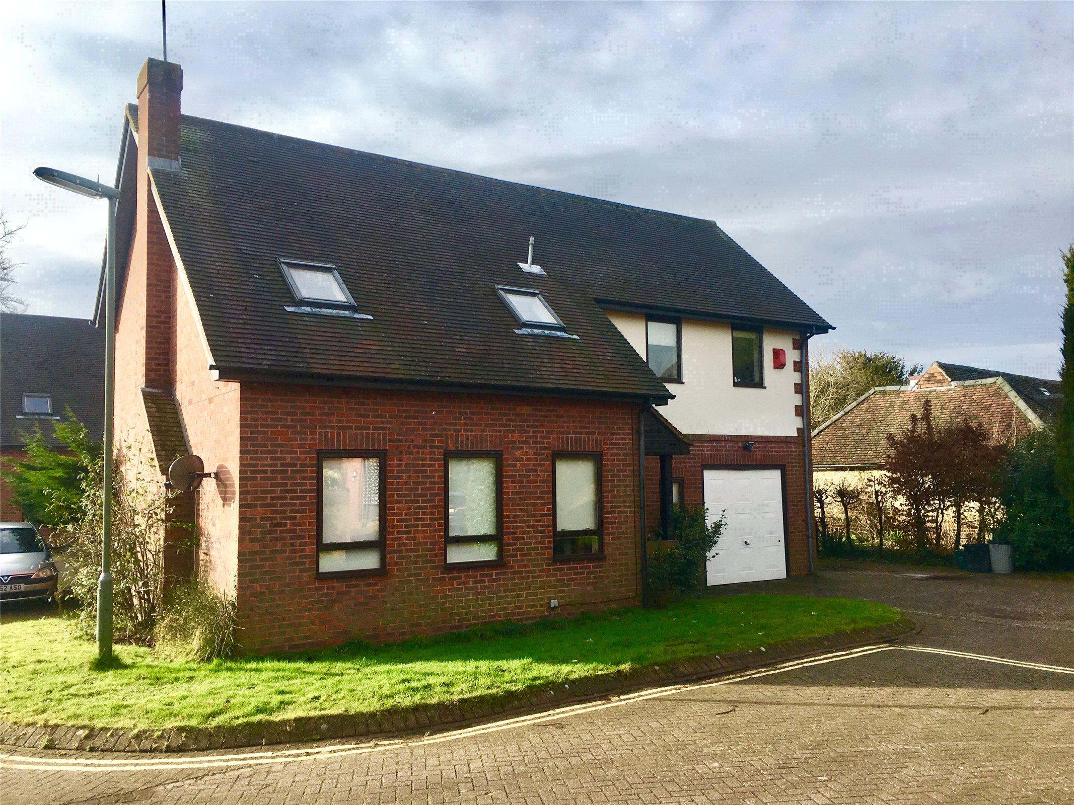 4 Bedrooms Detached House for sale in St Marys Close, Oxted, Surrey, RH8