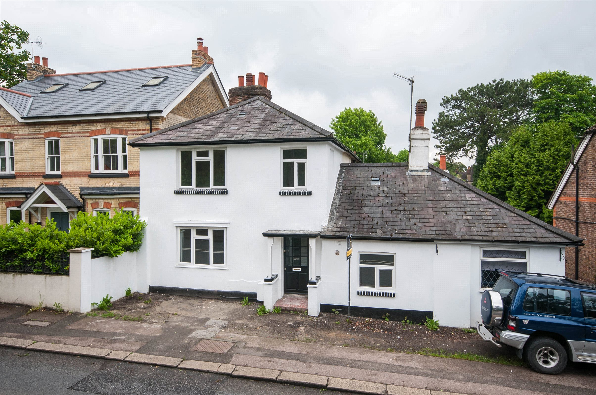 3 Bedrooms Semi Detached House for sale in Reigate Hill, Reigate, Surrey, RH2