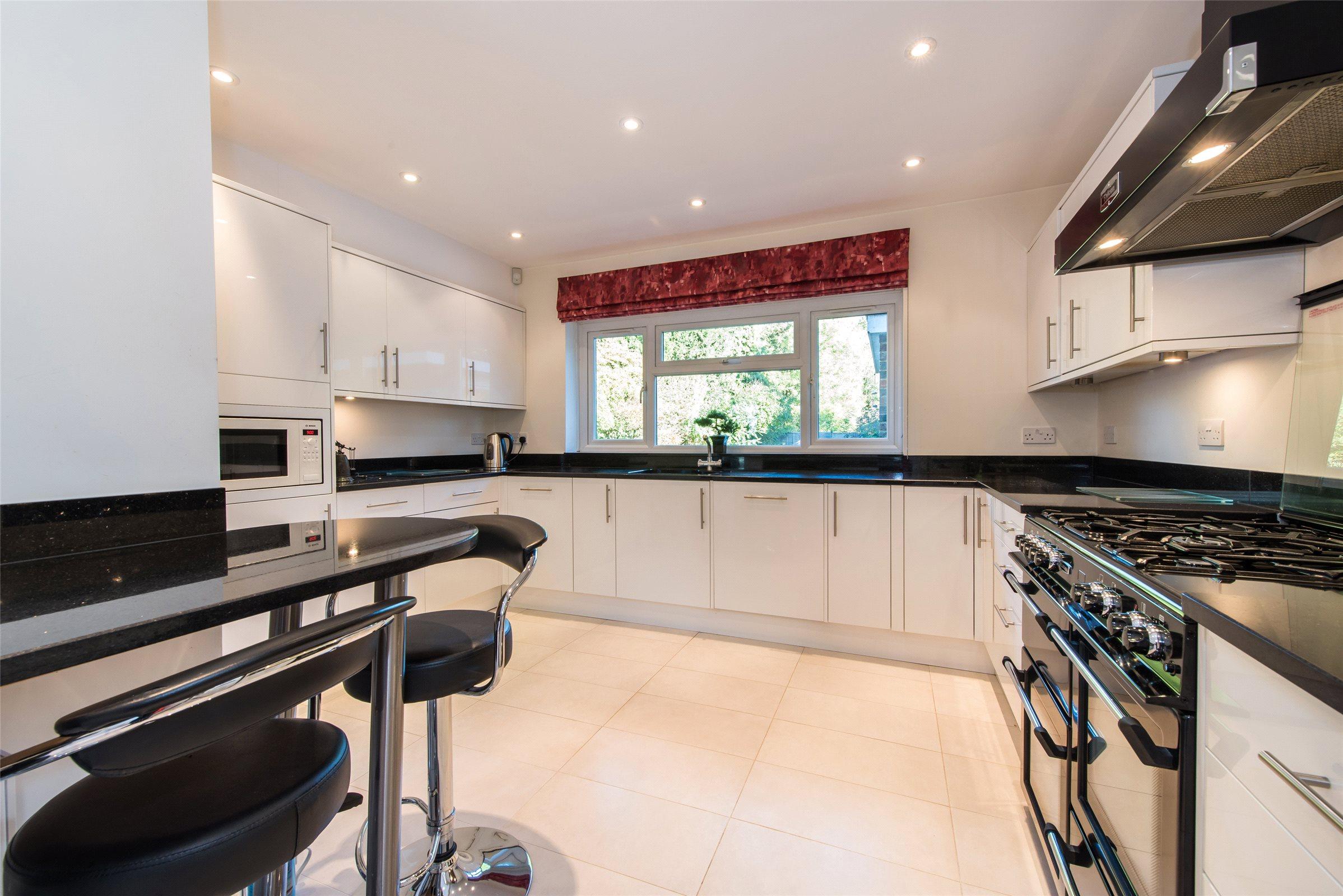 4 Bedrooms Detached House for sale in Park Lane East, Reigate, Surrey, RH2